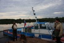 Паром через реку Кеть связывает Степановку с Максимкиным Яром