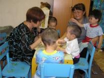 Ванаварский детский дом: занятие в младшей группе