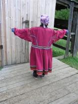 Летняя традиционная эвенкийская одежда. Вид сзади.