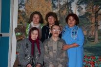 Петрович Ангалин с дочерьми и родственницей Таисьей Павловной Мыльджиной