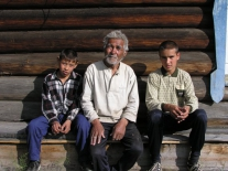 Виктор Харлампьевич Бальдин с внуками
